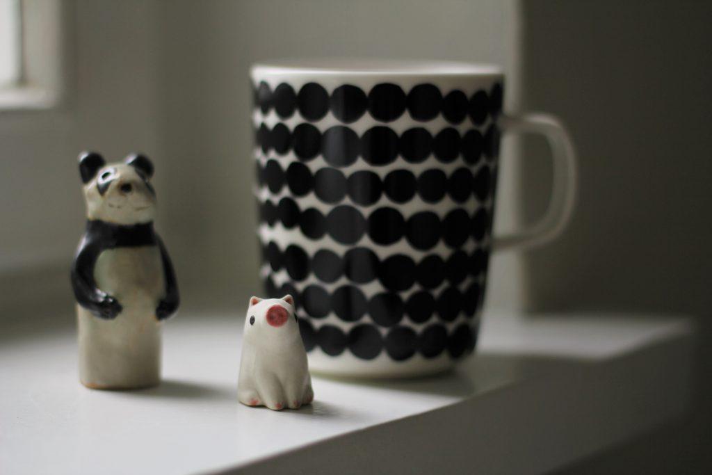 Helsinki Design Marketista Kaapelitehtaalta lähtivät mukaan Piret Kändlerin panda ja Yasushi Koyaman pikkupossu.