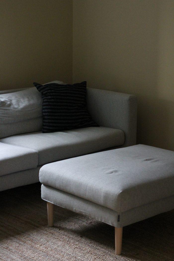 sohva aamulla