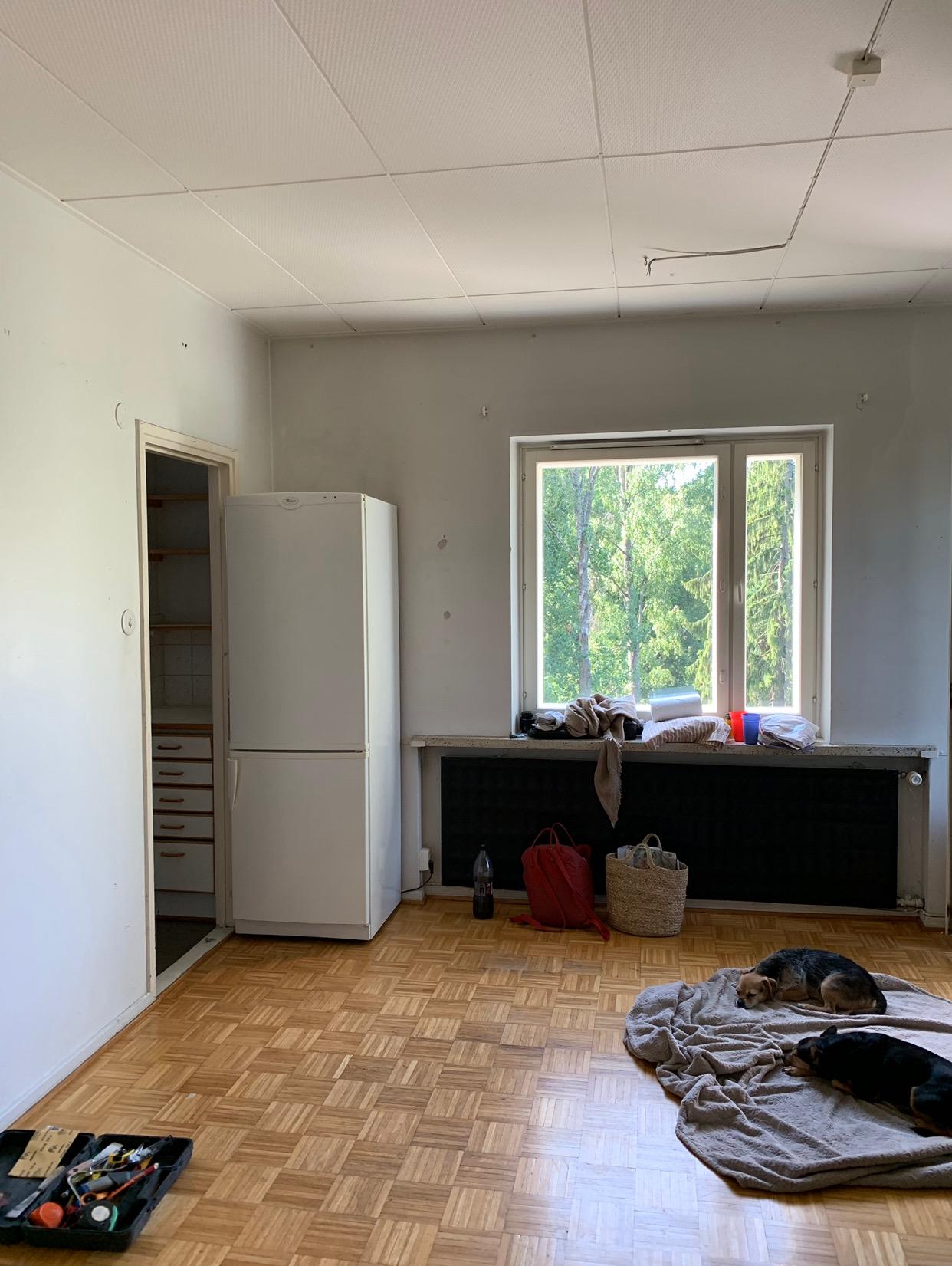 Näkymä olohuoneesta ennen remonttia.